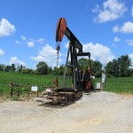 800px-Oil_Well_in_a_Corn_Field_Saline_Township_Michigan