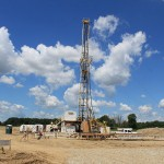 800px-Oil_Drilling_Rig_Saline_Township_Michigan