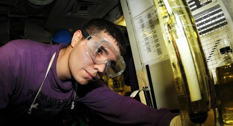 Biofuels_are_tested_aboard_Nimitz._(1)